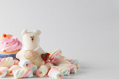 Wedding decoration with toy bear and rings Royalty Free Stock Images