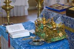 Wedding in der orthodoxen Kirche Stockfoto