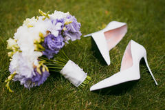 Wedding details. Bouquet and Shoes - Flowers for a wedding Royalty Free Stock Photography