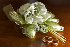 Wedding favors and wedding rings Stock Photos