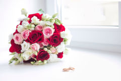 Wedding flower bouquet with rings Royalty Free Stock Images