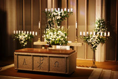Wedding flowers and candles in a church Royalty Free Stock Photos