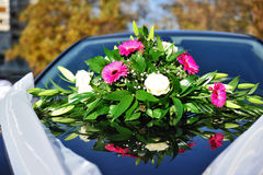 Wedding flowers on car Royalty Free Stock Images