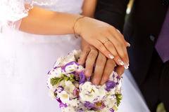 Wedding flowers and rings Royalty Free Stock Images