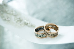 Wedding gold rings on white ribbon Royalty Free Stock Photography