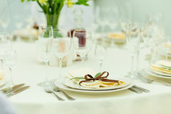 Wedding guest table setting with fresh flowers in brown tones Stock Image