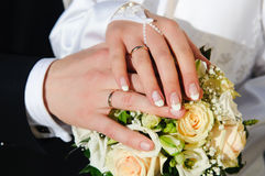 Wedding Hands. Bride & Groom, Hand married, wedding flowers Royalty Free Stock Photos