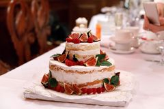 Wedding injer raspberry cake. On the table Royalty Free Stock Photos