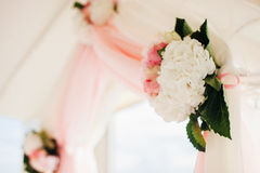 Wedding isle and arch. With weddings chairs and wedding flower decoration Royalty Free Stock Photos