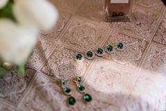 Wedding jewelry bridesmaid. Wedding emerald jewelry bridesmaid on the table Royalty Free Stock Photos