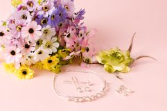 Wedding Jewelry and Wedding bouquet Royalty Free Stock Photography