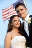 Wedding - mariée et marié avec l'indicateur photos stock