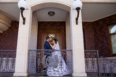 Wedding newlyweds kiss on a sunny day Royalty Free Stock Images