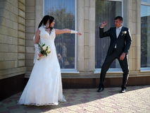 Wedding party. The bride and groom look at each other. Stock Images