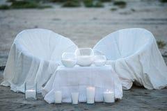 Wedding pelo mar Detalhes de decoração do casamento no beira-mar fotografia de stock royalty free