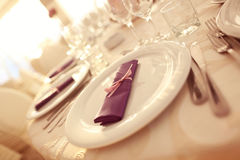 Wedding plates with purple napkin Stock Photography