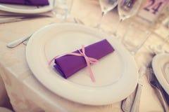 Wedding plates with purple napkin Royalty Free Stock Photos