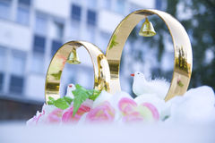 Wedding props, wedding rings, flowers, wedding decoration, items, rings, decorations on the car Stock Photography