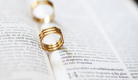 Wedding ring. And the bible Royalty Free Stock Images