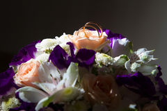 Wedding ring on the bride's bouquet. Royalty Free Stock Photos