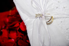 Wedding ring on cushion Royalty Free Stock Photography