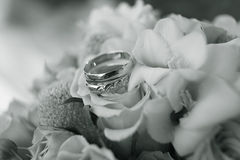 Wedding ring on  flowers bouqet Royalty Free Stock Photos