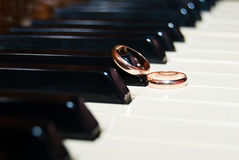 Wedding ring on the keys Royalty Free Stock Images