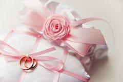 WEdding rings фтв rose made of satin ribbon Stock Photos