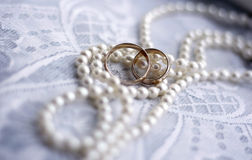 Wedding rings. And pearl necklace Royalty Free Stock Photos