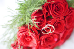 The wedding rings. On the beautiful flowers Royalty Free Stock Image