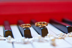 Wedding rings, background piano Royalty Free Stock Images