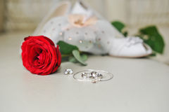 Wedding rings in black box and rose Stock Photography