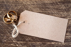 Wedding rings with blank tag Royalty Free Stock Images