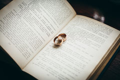 wedding rings on a book Royalty Free Stock Photography