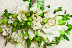 Wedding rings on the bouquet. Gold wedding rings located on the bride's bouquet Stock Images