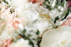Wedding rings on the bouquet Stock Photos