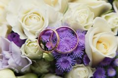 Wedding rings on a bouquet. Of roses Royalty Free Stock Images