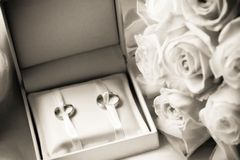 Wedding rings in a box with bouquet Royalty Free Stock Photography