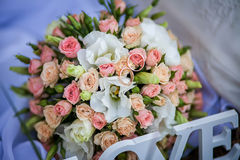 Wedding rings on the bridal bouquet Stock Photography