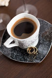 Wedding rings and coffee cup Royalty Free Stock Photography
