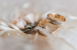 Wedding rings on a decorative pillow with pearl and ribbon Royalty Free Stock Images