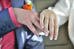 Wedding rings on the fingers of married Royalty Free Stock Photography
