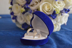 Wedding rings and flower Royalty Free Stock Photos
