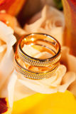 Wedding rings on flower yellow rose Royalty Free Stock Images