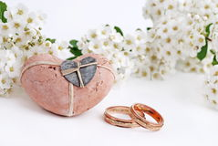 Wedding rings and flowers Royalty Free Stock Images