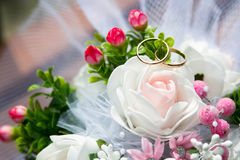 Wedding rings on flowers. Wedding rings lie on a beautiful wedding bouquet Royalty Free Stock Photography