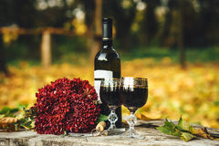 Wedding rings, glasses of wine, a bouquet of flowers on the wood Royalty Free Stock Photos
