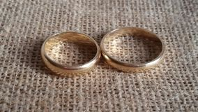 Wedding rings. Golden wedding rings on organic jute background Royalty Free Stock Photography