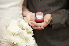 Wedding rings in hands of bride and groom Royalty Free Stock Images