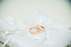 Wedding rings lying on the white pillow Royalty Free Stock Images